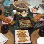 ジャカルタでの子供の日の準備。ケーキや装飾、料理について。