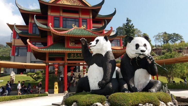 中国の雰囲気が満喫できるタマンサファリのパンダ館(Istana Panda Indonesia )
