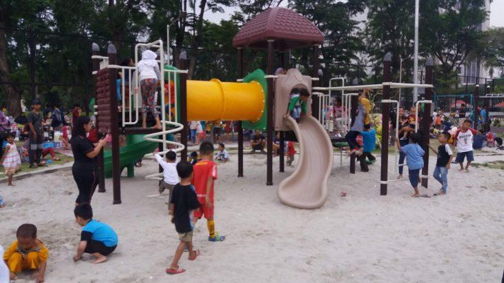ボロブドゥールホテル隣の公園が市民の憩いの場に!子供向け遊具もたくさん。